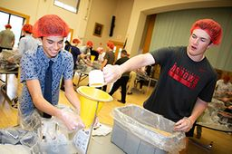 Freshman Class Participates in Rise Against Hunger